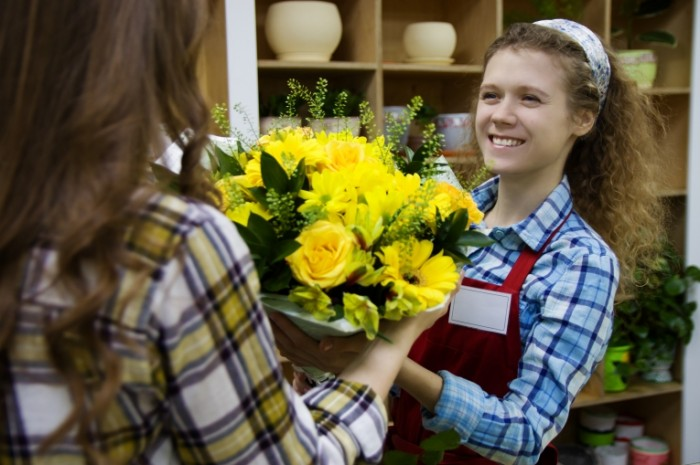 Magazin zheltyie tsvetyi Shop yellow flowers 5120  3413 700x465 Магазин, желтые цветы   Shop, yellow flowers