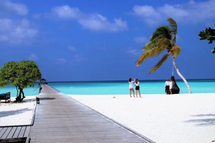 Maldivyi bereg belyiy pesok Maldives shore white sand 5369  3581 700x466 Мальдивы, берег, белый песок   Maldives, shore, white sand