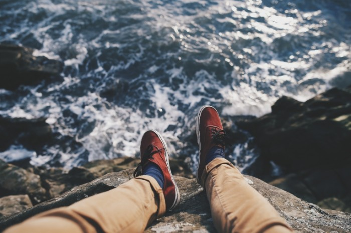 Otdyih na beregu skalyi Rest on the shore of the cliff 5472  3648 700x466 Отдых на берегу скалы   Rest on the shore of the cliff