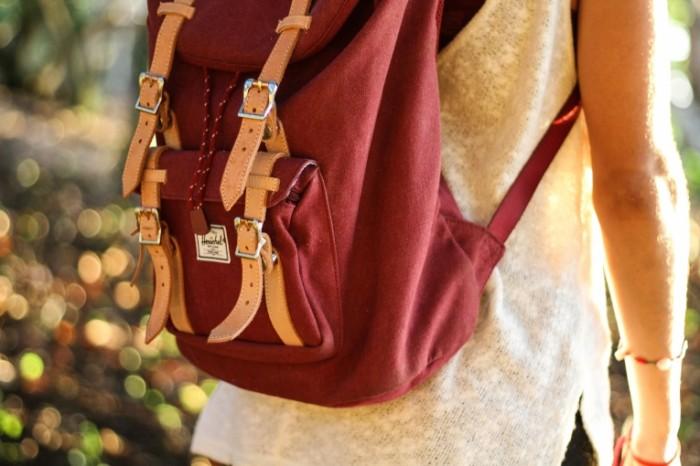 Ryukzak ranets odezhda Backpack knapsack clothes 5184  3456 700x466 Рюкзак, ранец, одежда   Backpack, knapsack, clothes