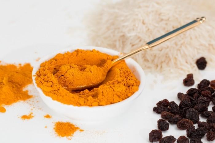 Spetsii karri kurkuma makro Spices curry turmeric macro 5266  3510 700x465 Специи, карри, куркума, макро   Spices, curry, turmeric, macro