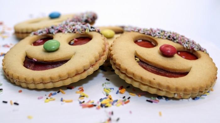 Vyipechka ulyibka pechene Baking smiling cookies 5911  3325 700x393 Выпечка, улыбка, печенье   Baking, smiling, cookies