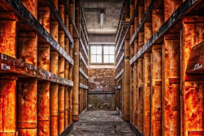 Arhiv stellazhi zabroshennoe zdanie Archive shelves abandoned building 6000  4000 700x466 Архив, стеллажи, заброшенное здание   Archive, shelves, abandoned building
