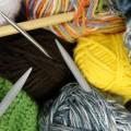 Клубки шерстяных ниток, спицы, вязание - Tubes of woolen threads, knitting needles, knitting