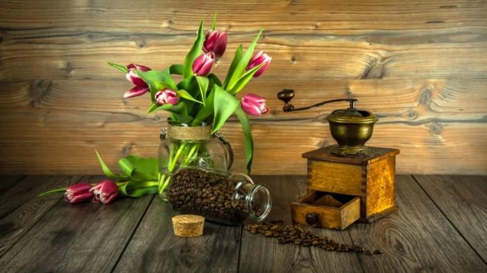 Kofe tyulpanyi natyurmort Coffee tulips still life 5497  3092 700x393 Кофе, тюльпаны, натюрморт   Coffee, tulips, still life