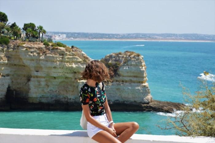 Krutoy obryiv more devushka Steep cliff sea girl 6016  4000 700x464 Крутой обрыв, море, девушка   Steep cliff, sea, girl