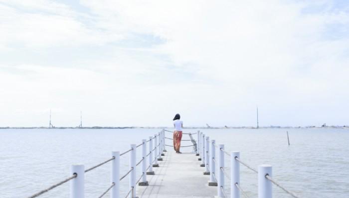 Pirs pristan devushka Pier pier girl 5460  3124 700x399 Пирс, пристань, девушка   Pier, pier, girl