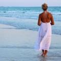 Побережье, пляж, девушка идет по берегу - Coast, beach, girl walking along the shore