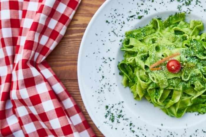 Zelenaya pasta italyanskaya kuhnya Green pasta Italian cuisine 5039  3361 700x466 Зеленая паста, итальянская кухня   Green pasta, Italian cuisine