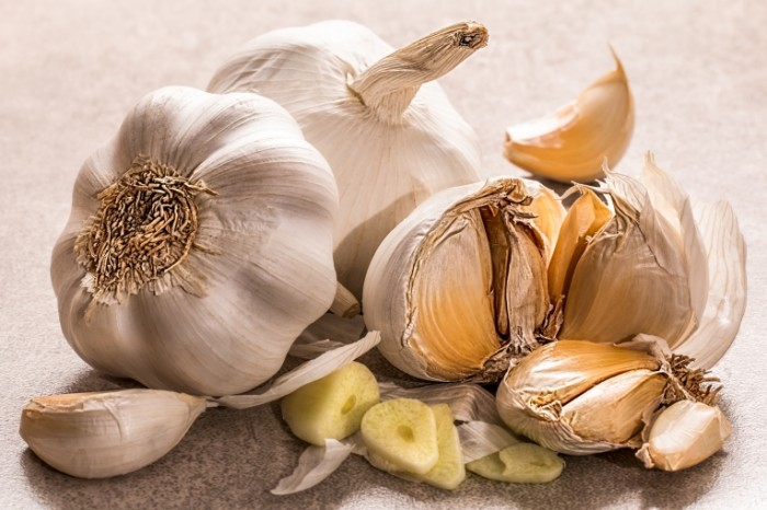 CHesnok priprava makro Garlic seasoning macro 5472  3648 700x466 Чеснок, приправа, макро   Garlic, seasoning, macro