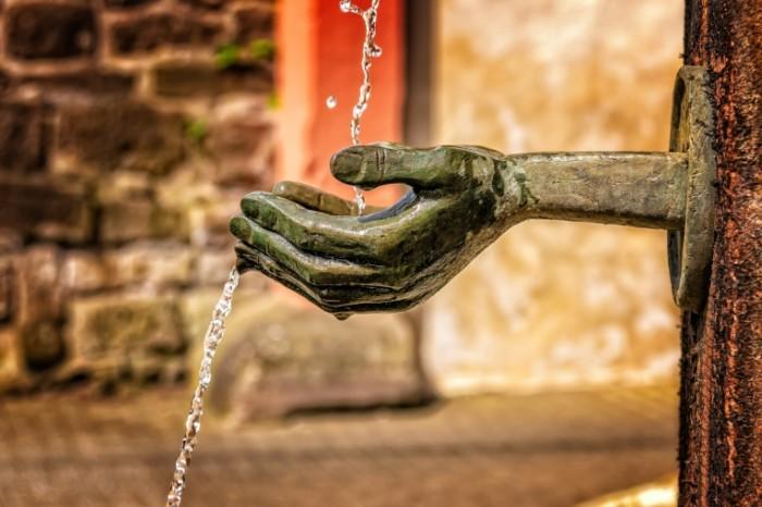 Fontan skulptura ruki Fountain sculpture hands 5832  3888 700x466 Фонтан, скульптура, руки   Fountain, sculpture, hands