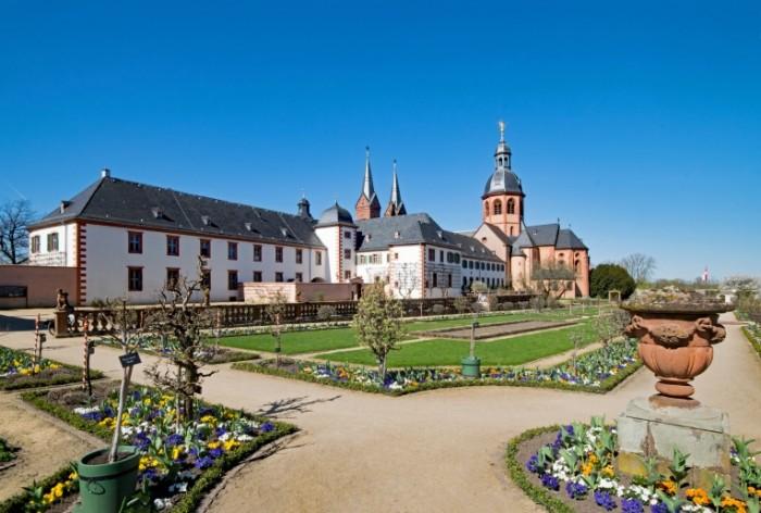 Germaniya monastyir Zeligenshtadt Germany the monastery of Seligenstadt 6056  4085 700x472 Германия, монастырь Зелигенштадт   Germany, the monastery of Seligenstadt