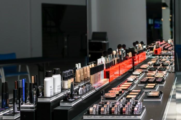 Kosmetika nabor vitrina Cosmetics a set a showcase 5841  3894 700x466 Косметика, набор, витрина   Cosmetics, a set, a showcase