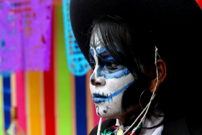 Maska meksikanskiy karnaval prazdnik Mask Mexican carnival holiday 5184  3456 700x466 Маска, мексиканский карнавал, праздник   Mask, Mexican carnival, holiday