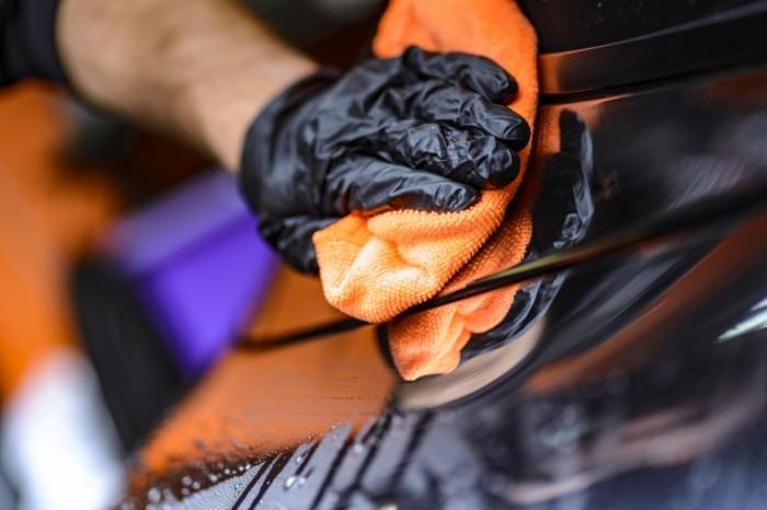 Polirovka mashinyi polirol avtomoyka Polishing machine polish car wash 6016  4016 700x466 Полировка машины, полироль, автомойка   Polishing machine, polish, car wash