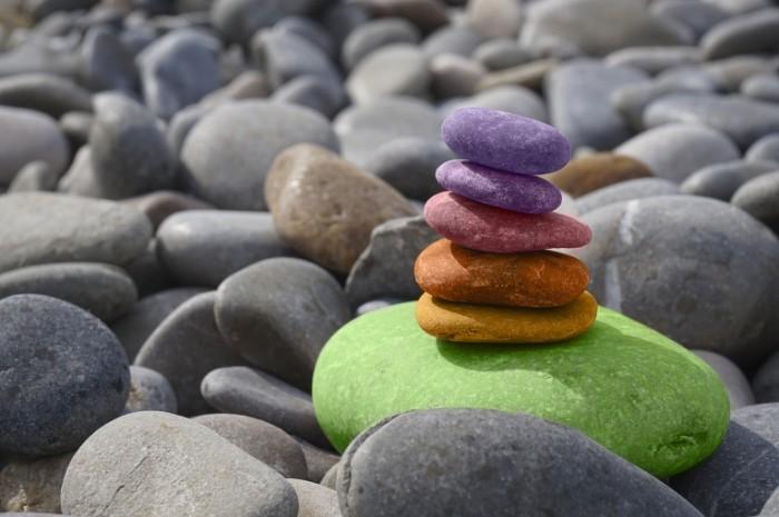 TSvetnyie kamni balans meditatsiya Colored stones balance meditation 5456  3632 700x465 Цветные камни, баланс, медитация   Colored stones, balance, meditation