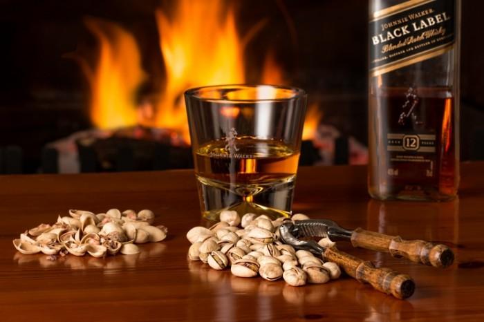 Viski oreshki kamin shotlandskoe viski Whiskey nuts fireplace Scotch whiskey 5472  3648 700x466 Виски, орешки, камин, шотландское виски   Whiskey, nuts, fireplace, Scotch whiskey