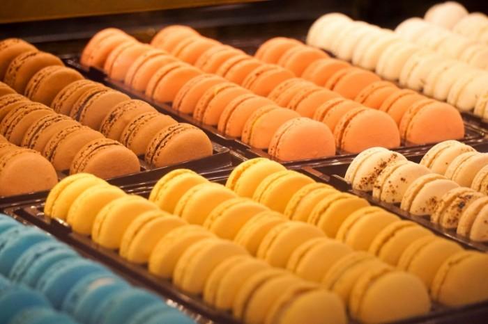 raznotsvetnyie pechenya mindalnyie pechenya colored biscuits almond cookies 6000  4000 700x466 Разноцветные печенья, миндальные печенья   colored biscuits, almond cookies