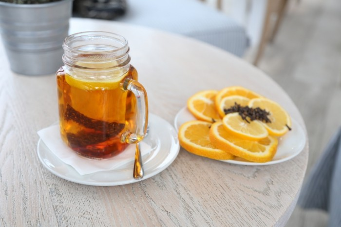 CHay s medom i limonom koritsa Tea with honey and lemon cinnamon 5472  3648 700x466 Чай с медом и лимоном, корица   Tea with honey and lemon, cinnamon