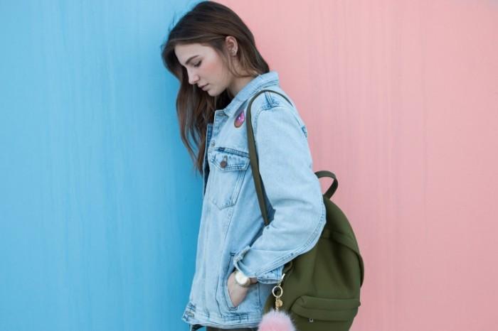 Devushka dzhinsovaya kurtka ke`zhual Girl jeans jacket Kazhalu 5472  3648 700x466 Девушка, джинсовая куртка, кэжуал   Girl, jeans jacket, Kazhalu