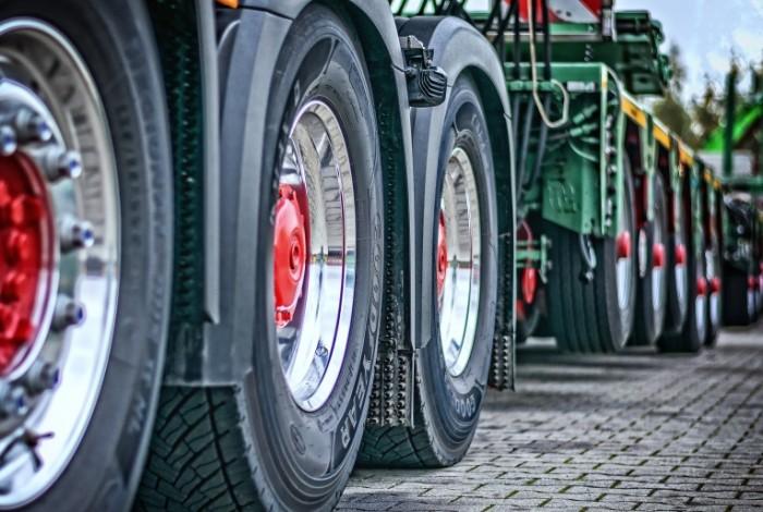 Gruzovik tyagach pritsep dalnoboyshhiki Truck tractor trailer truckers 5287  3559 700x470 Грузовик, тягач, прицеп, дальнобойщики   Truck, tractor, trailer, truckers