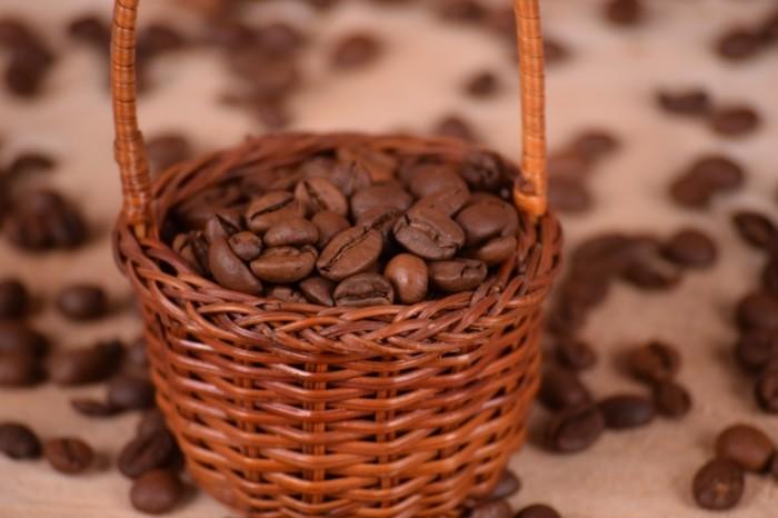Kofeynyie zerna kofe korzinka Coffee beans coffee basket 6000  4000 700x466 Кофейные зерна, кофе, корзинка   Coffee beans, coffee, basket