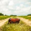 Кожаная сумка, путешествие, дороге в поле - Leather bag, travel, road to the field