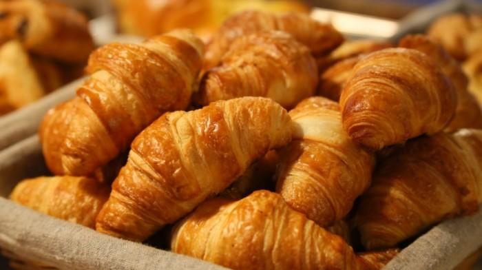 Kruassan frantsuzskiy zavtrak vyipechka Croissant french breakfast pastry 5472  3072 700x392 Круассан, французский завтрак, выпечка   Croissant, french breakfast, pastry