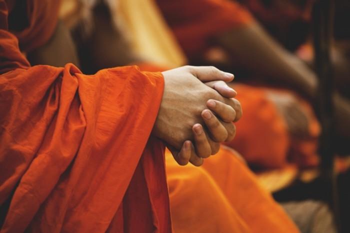 Monah ruki religiya vostok Monk hands religion east 5472  3648 700x466 Монах, руки, религия, восток   Monk, hands, religion, east