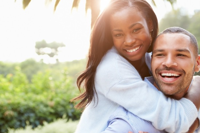 Para afroamerikantsyi ulyibka schaste Couple African American smile happiness 5168  3445 700x465 Пара, афроамериканцы, улыбка, счастье   Couple, African American, smile, happiness