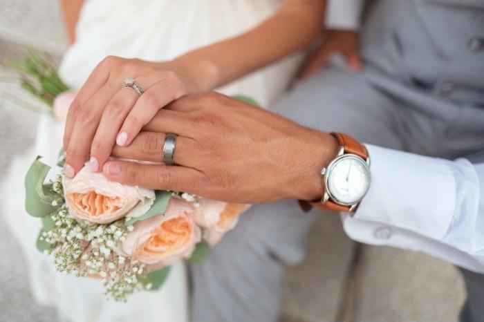 Para svadba obruchalnyie koltsa na ruke Couple wedding wedding rings on hand 6000  4000 700x466 Пара, свадьба, обручальные кольца на руке   Couple, wedding, wedding rings on hand