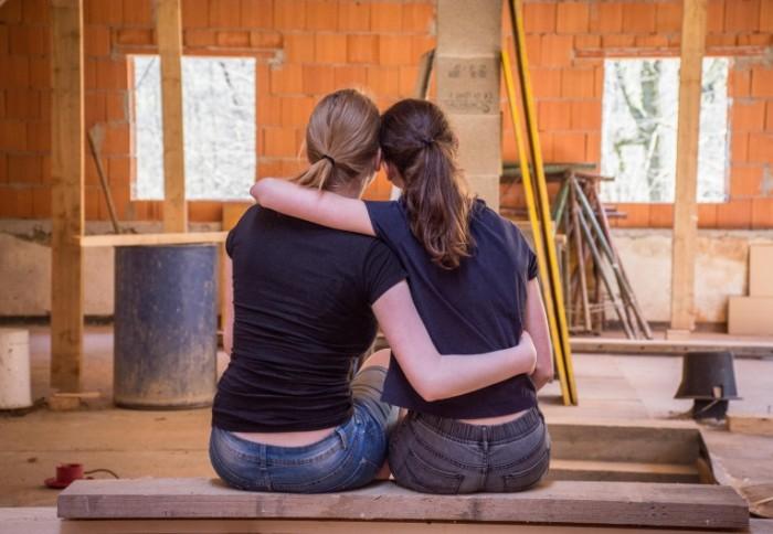 Remont devushki stroyka Repair girls building 5772  4000 700x484 Ремонт, девушки, стройка   Repair, girls, building