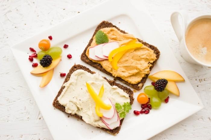 Tostyi zavtrak v postel legkaya eda Toasts breakfast in bed light meals 5184  3456 700x466 Тосты, завтрак в постель, легкая еда   Toasts, breakfast in bed, light meals
