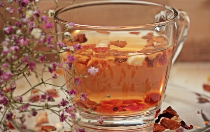 Travyanoy chay makro chashka Herbal tea macro cup 5184  3252 700x438 Травяной чай, макро, чашка   Herbal tea, macro, cup