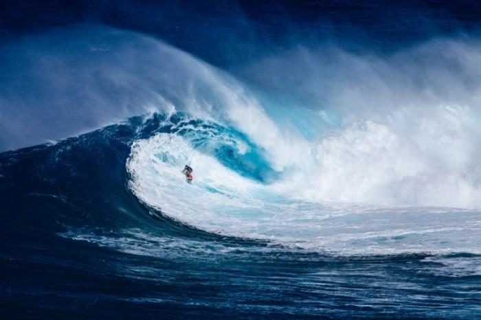 Volna okean serfer ogromnyie volnyi Wave ocean surfer huge waves 5001  3339 700x466 Волна, океан, серфер, огромные волны   Wave, ocean, surfer, huge waves
