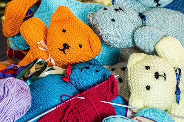 Vyazannyie mishki igrushki ruchnaya rabota Knitted bears toys handmade 5472  3648 700x466 Вязанные мишки, игрушки, ручная работа   Knitted bears, toys, handmade