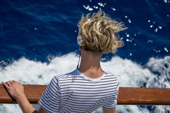Человек в наушниках на палубе корабля, матрос   Man in headphones on deck of ship, sailor
