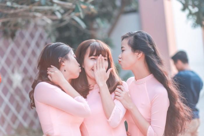 Devushki aziatki podruzhki nevestyi ulyibki Asian girls bridesmaids smiles 5472  3648 700x466 Девушки азиатки, подружки невесты, улыбки   Asian girls, bridesmaids, smiles