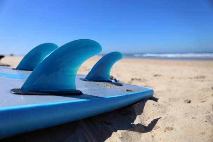 Doska dlya serfinga more leto pesok Surfboard sea summer 5472  3648 700x466 Доска для серфинга, море, лето, песок   Surfboard, sea, summer