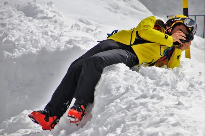 Fotograf alpyi lyizhnik turist Photographer alps skier tourist 5354  3570 700x466 Фотограф, альпы, лыжник, турист   Photographer, alps, skier, tourist