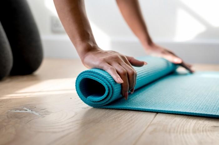 Kovrik dlya yogi fitnes makro Yoga mat fitness macro 7000h4666 700x465 Коврик для йоги, фитнес, макро   Yoga mat, fitness, macro