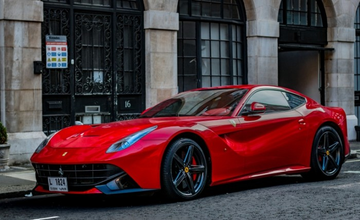 Krasnaya ferrari sportkar F12 Red Ferrari sports car 5472  3352 700x428 Красная феррари, спорткар, F12   Red Ferrari, sports car