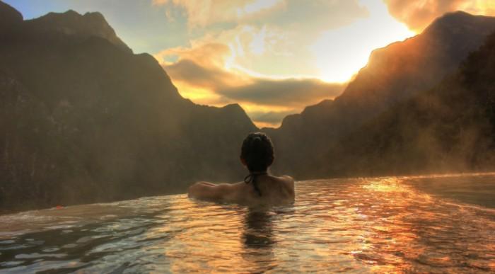 Kurort v gorah goryachiy basseyn spa Resort in the mountains hot pool spa 5104  2832 700x387 Курорт в горах, горячий бассейн, спа   Resort in the mountains, hot pool, spa