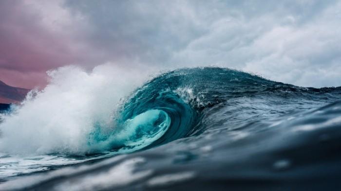 Okean volna makro greben volnyi Ocean wave macro wave crest 6016h3384 700x393 Океан, волна, макро, гребень волны   Ocean, wave, macro, wave crest