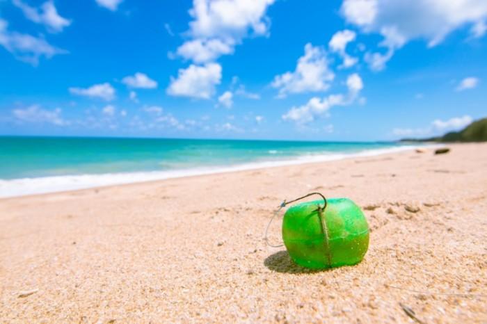 Poplavok plyazh more pesok ryibalka v more Float beach sea sand sea fishing 6000  4000 700x466 Поплавок, пляж, море, песок, рыбалка в море   Float, beach, sea, sand, sea fishing