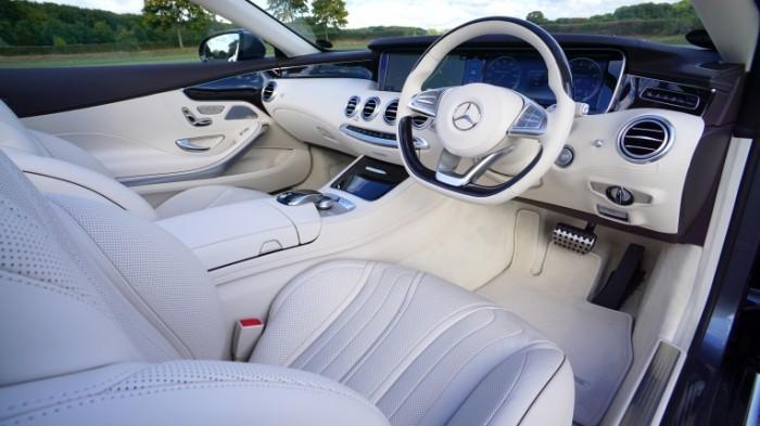 Salon avtomobilya mersedes belyiy kozhanyiy salon Car interior Mercedes white leather interior 6000h3377 700x393 Салон автомобиля, мерседес, белый кожаный салон   Car interior, Mercedes, white leather interior