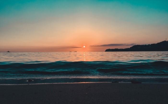 Solntse uhodit za okean poberezhe zakat sun leaves the ocean the coast the sunset 4016h2484 700x432 Солнце уходит за океан, побережье, закат   sun leaves the ocean, the coast, the sunset