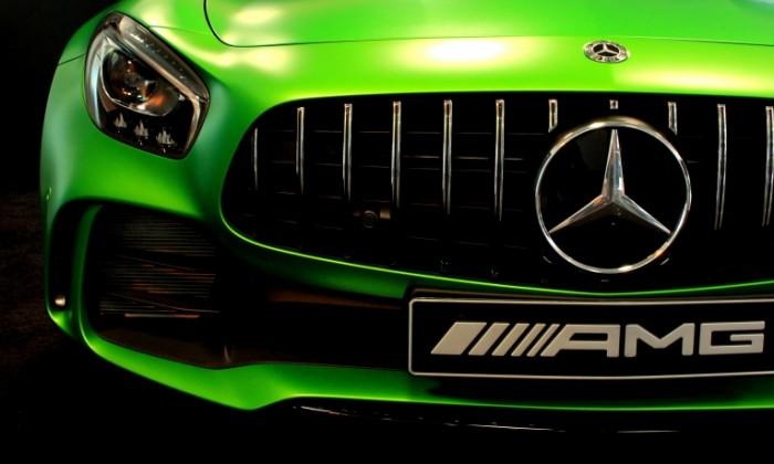 Sportivnyiy mersedes zelenyiy avtomobil Sport Mercedes green car 5106h3064 700x420 Спортивный мерседес, зеленый автомобиль   Sport Mercedes, green car