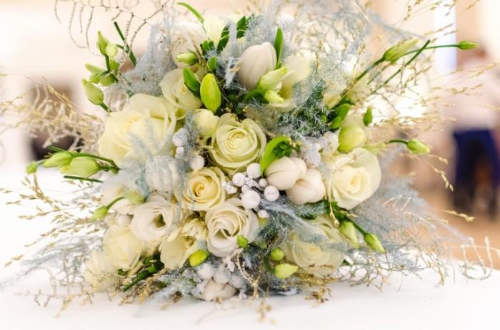 Svadebnyiy buket belyie tsvetyi svadba Wedding bouquet white flowers wedding 6144  4069 700x463 Свадебный букет, белые цветы, свадьба   Wedding bouquet, white flowers, wedding