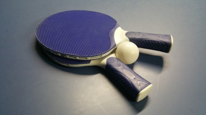 Tennisnyie raketki nastolnyiy tennis makro Tennis racket table tennis macro 5312  2988 700x393 Теннисные ракетки, настольный теннис, макро   Tennis racket, table tennis, macro